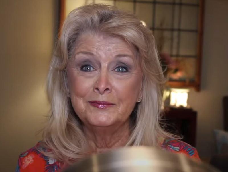 77-летняя блогерша показала свой макияж - готовый образ