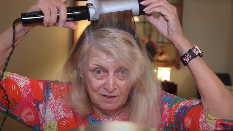 Бабушка на хайпе: 77-летняя блогерша показала свой макияж - накручивание волос