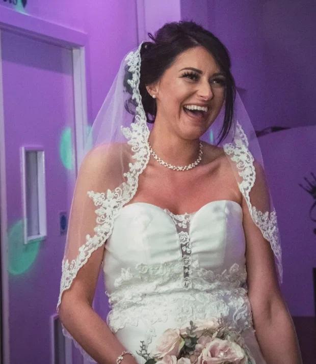Британка вышла замуж в дешёвом платье за 20 фунтов