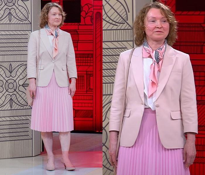 «Модный приговор», Елена (48 лет) - Бежевый жакет с плиссированной розовой юбкой