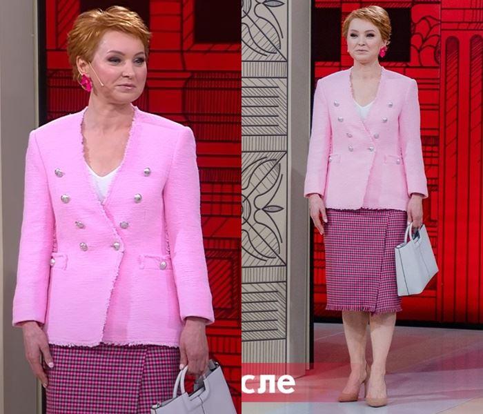 «Модный приговор», Елена (48 лет) - Розовый жакет и клетчатая юбка с запахом