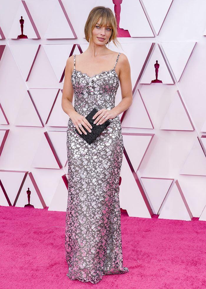 10 худших нарядов Оскара-2021 - Марго Робби в Chanel