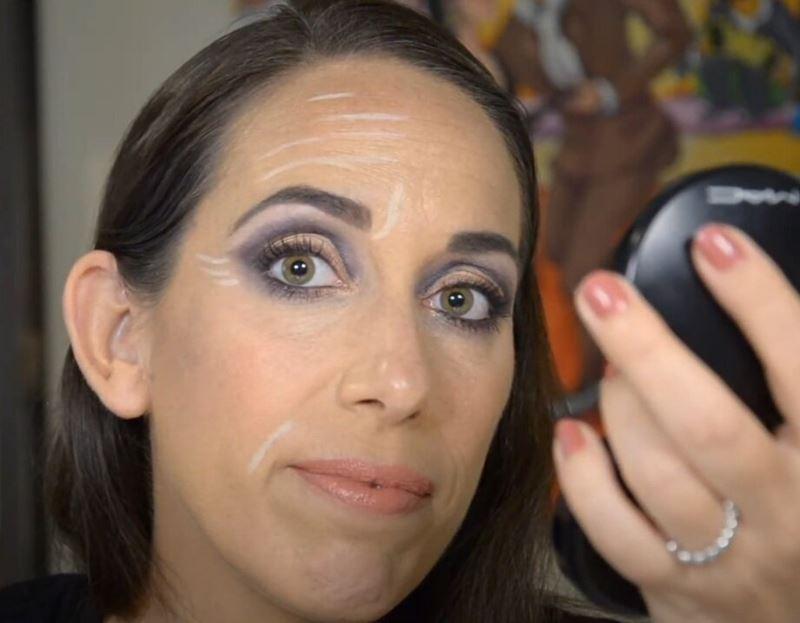 Израильский визажист показала технику маскировки морщин при помощи макияжа