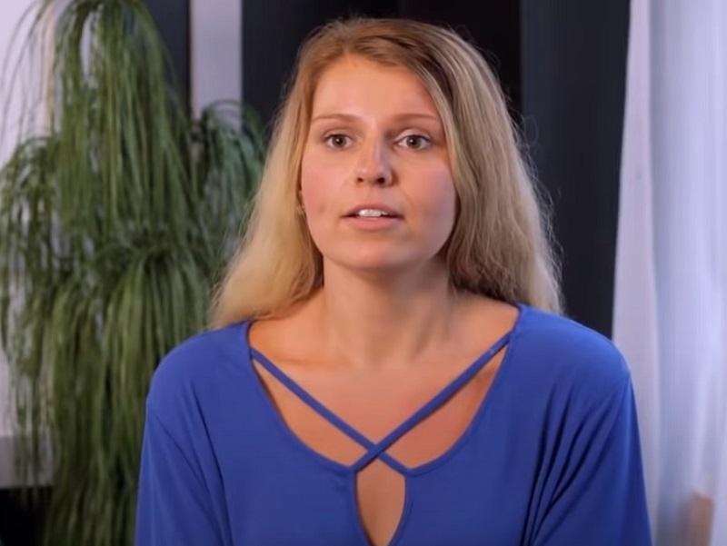 Весившая 160 кг девушка похудела на 80 кг - Адриана - блондинка в голубом свитере