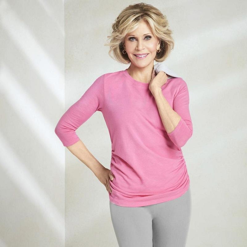 Как Джейн Фонда в 80+ носит розовый - с серым