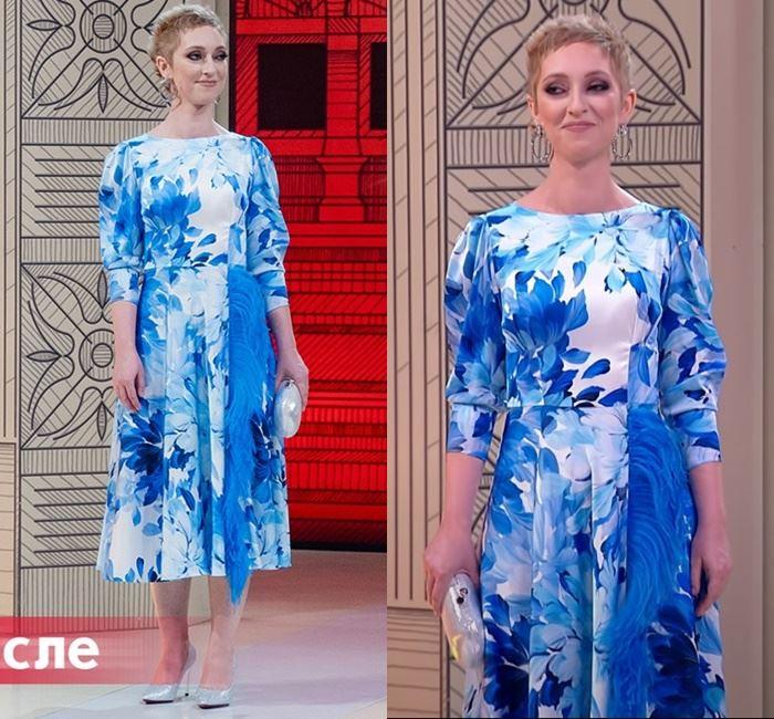 «Модный приговор» - преображение Марины - Бело-голубое платье с цветочным принтом и перьевой отделкой