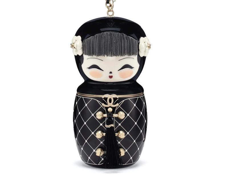Самые дорогие в мире сумок на аукционе Christie's - Сумка Chanel Métiers D'Art Paris-Shanghai Black Lucite Matryoshka