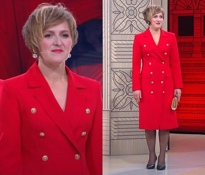 «Модный приговор», Татьяна, 45 лет - Красное платье-блейзер с золотыми пуговицами