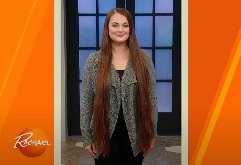 Девушке, которая растила волосы 10 лет, сделали короткую стрижку, не требующую укладки
