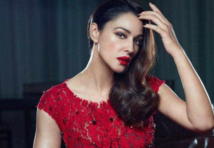 11 красных платьев, которые Моника Беллуччи надевала в возрасте от 42 до 55 лет, вызывая то восхищение, то разочарование