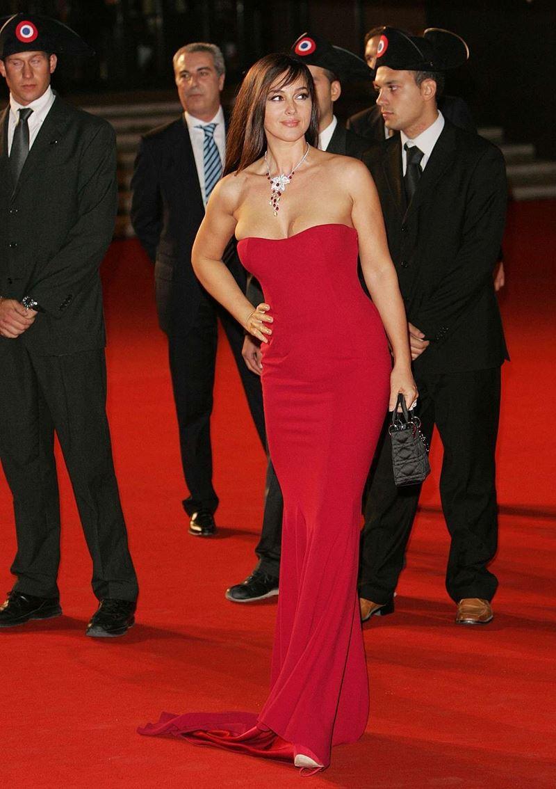 Красные вечерние платья Моники Беллуччи - Гладкое платье-бюстье