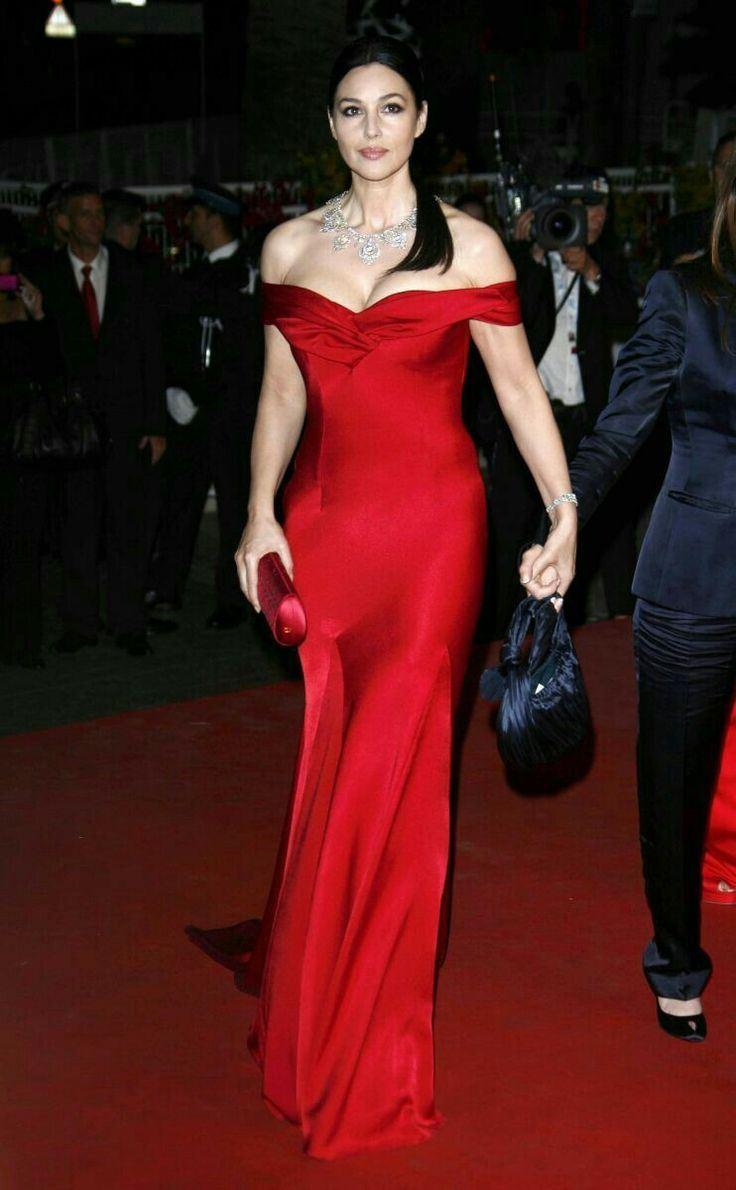 Красные вечерние платья Моники Беллуччи - Шёлковое платье с открытым декольте