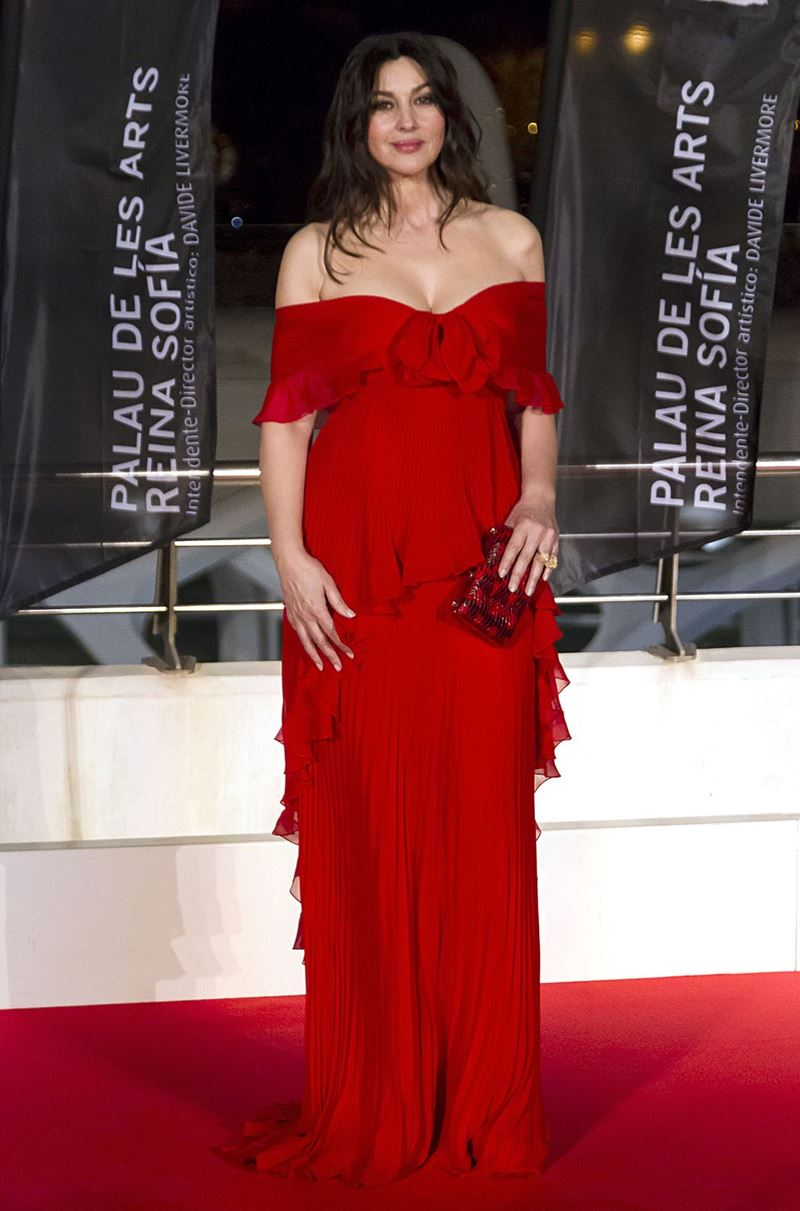 Красные вечерние платья Моники Беллуччи - Платье с мягкими воланами