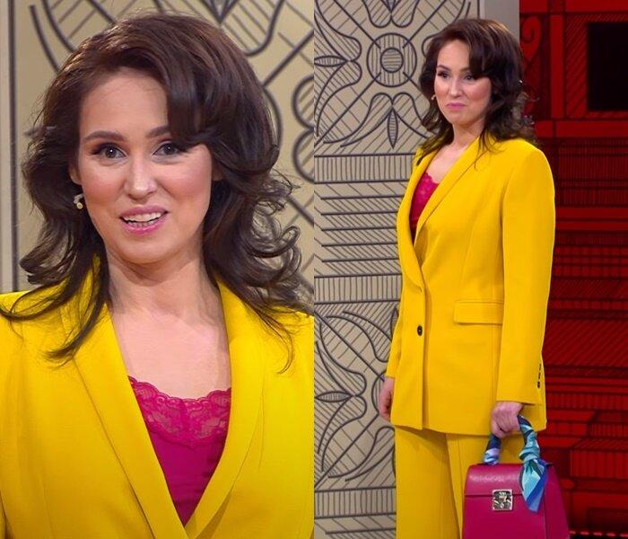 «Модный приговор» - молодая, но седая - Жёлтый брючный костюм с акцентами оттенка фуксии