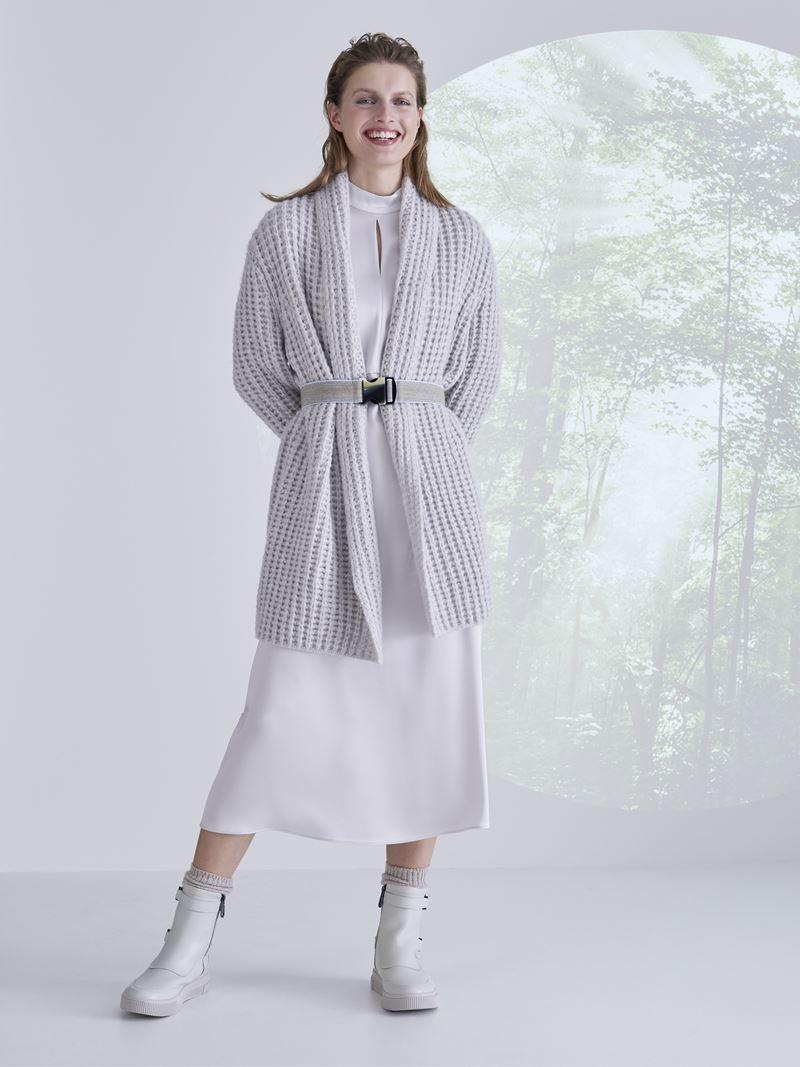 Marc Cain осень-зима 2021-2022 - Белое платье миди с удлинённым кардиганом