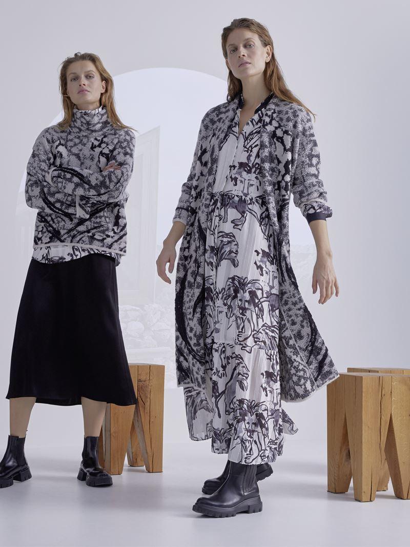 Marc Cain осень-зима 2021-2022 - Платье макси с длинным кардиганом в серой гамме