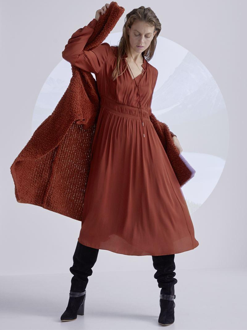 Marc Cain осень-зима 2021-2022 - Приталенное платье миди с длинным кардиганом в терракотовом оттенке