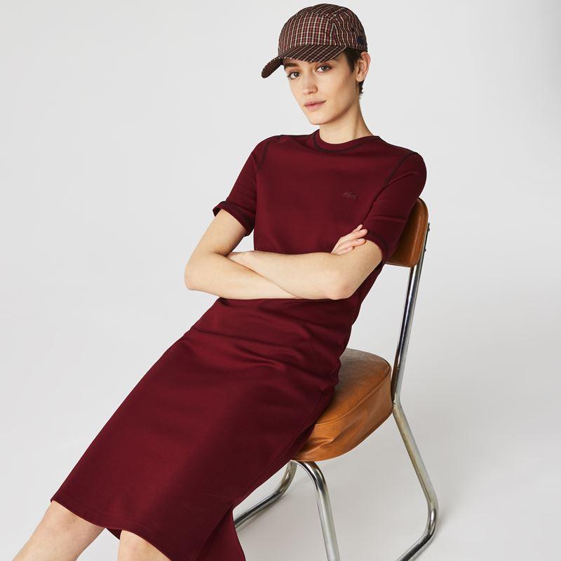 Платья с кроссовками Lacoste 2021-2022 - Платье-футболка оттенка марсала с кепкой