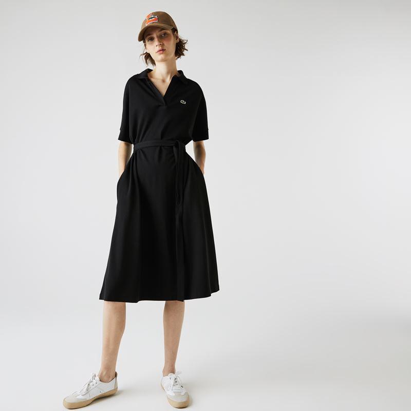 Платья с кроссовками Lacoste 2021-2022 - Приталенное чёрное платье с кепкой