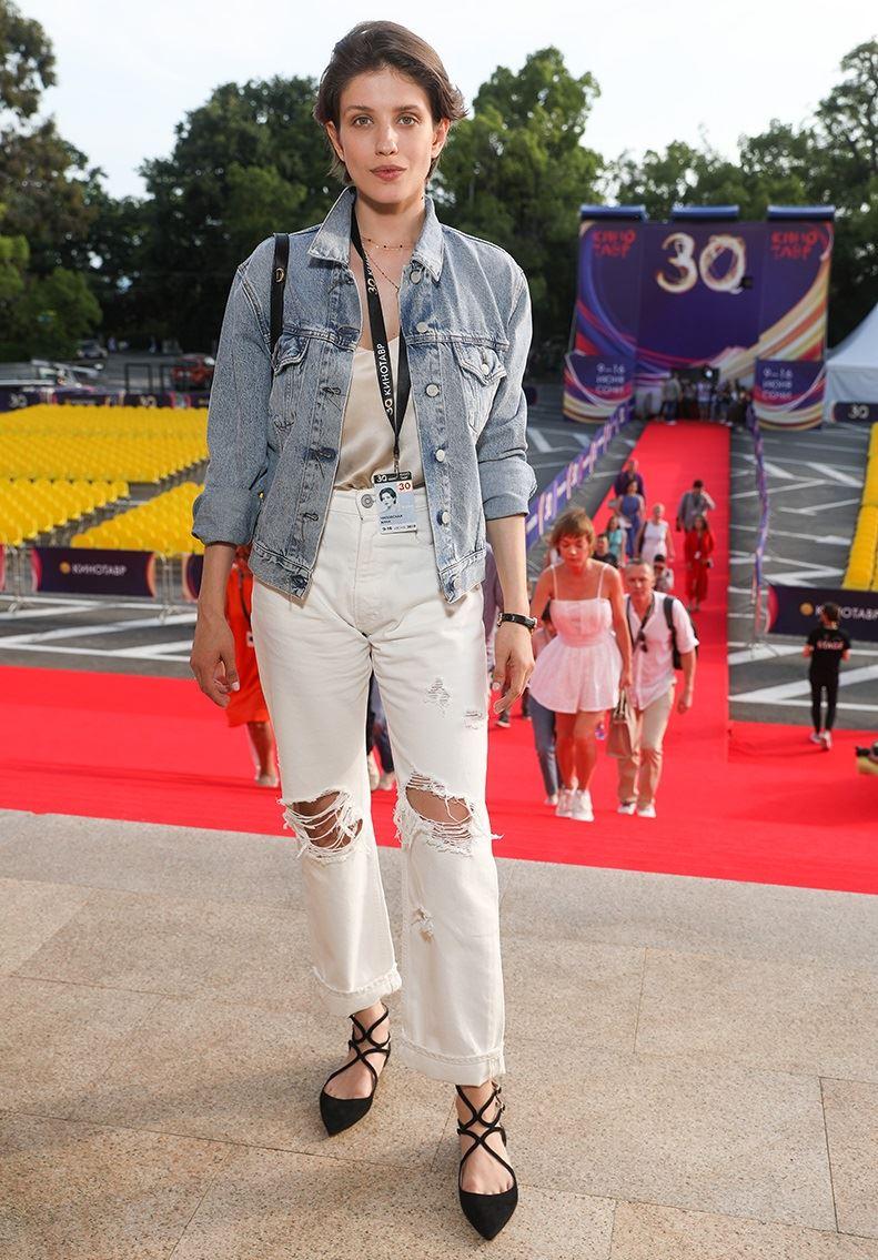 Образы в джинсах от Анны Чиповской - Рваные джинсы + джинсовая куртка