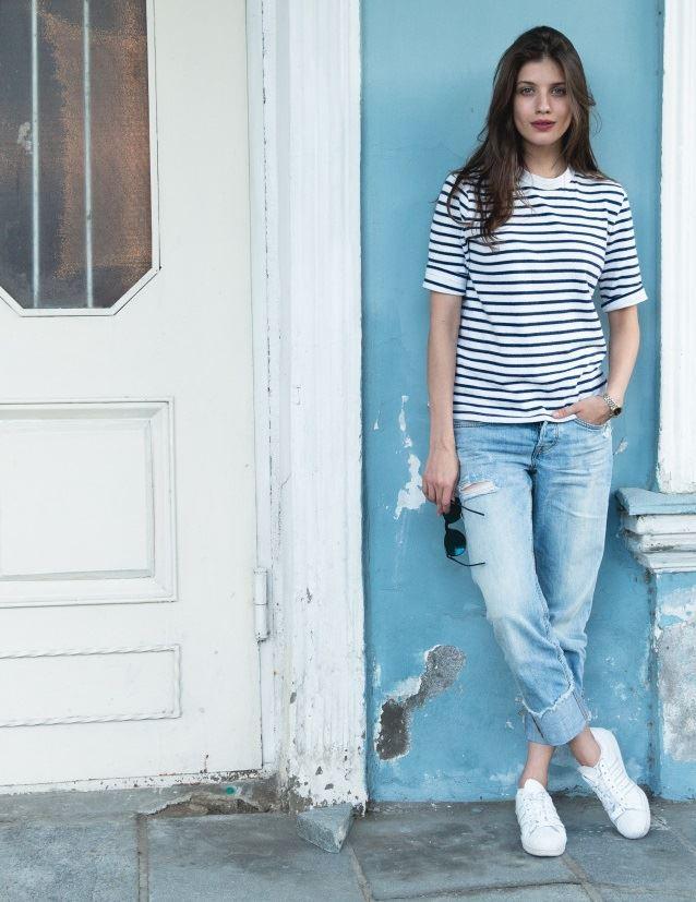 Образы в джинсах от Анны Чиповской - Футболка в полоску + потёртые джинсы