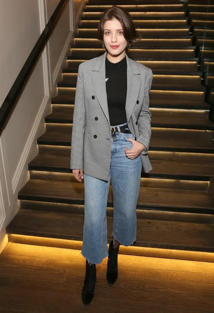 Образы в джинсах от Анны Чиповской - Укороченные широкие джинсы + жакет в мужском стиле