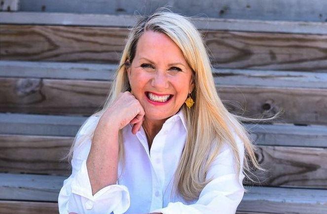 10 нарядов на осень от американки Кимберли – стильной женщины 60+, которая любит яркие цвета и удобные джинсы