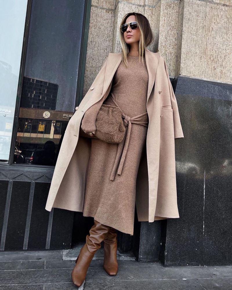 Образы на осень в пальто и бежевом - Кашемировое пальто + гладкое трикотажное платье