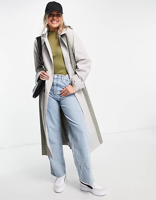 Плащ + джинсы: образы из каталога ASOS - Длинный серый плащ с клеткой с голубыми джинсами в стиле 90-х