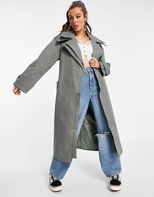 Плащ + джинсы: образы из каталога ASOS - Длинный серый плащ с широкими рваными джинсами