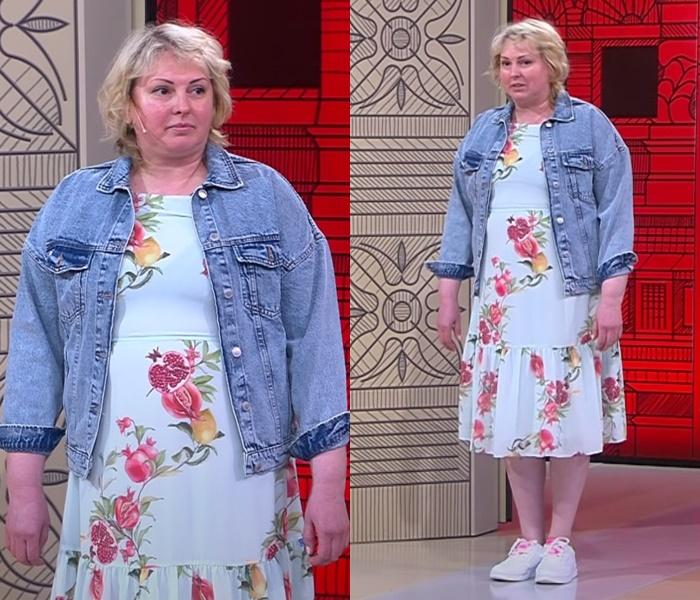 Элегантный стиль для полной блондинки - Голубое цветочное платье миди с джинсовой курткой