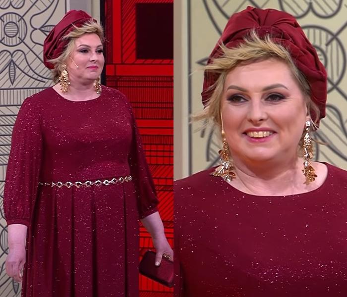 Элегантный стиль для полной блондинки - Бордовое платье с люрексом и тюрбан