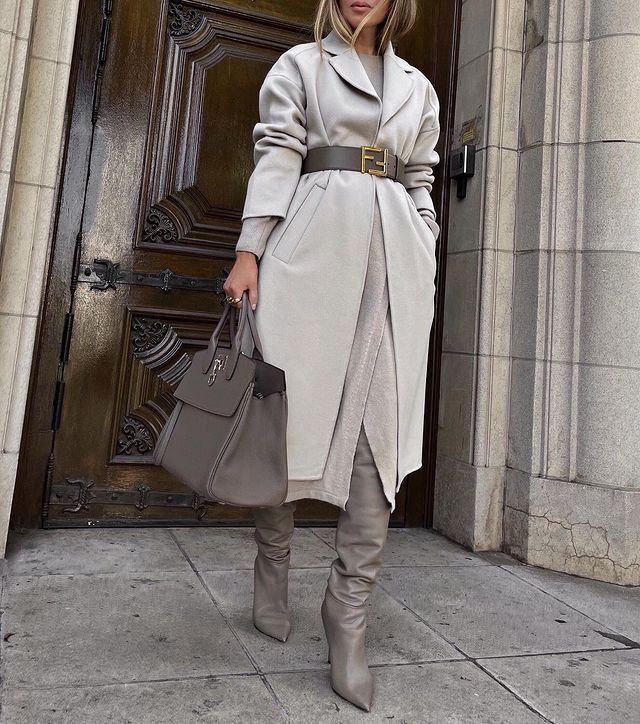 Модные образы в оттенках серого - Кашемировое пальто + платье на запах + ботфорты