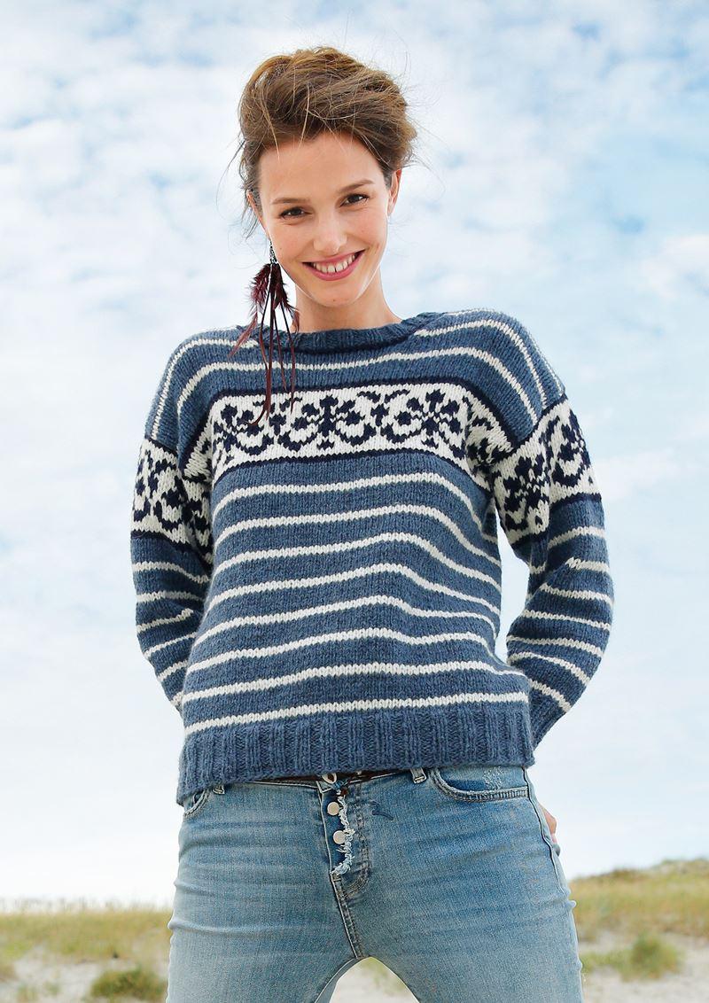 Трикотаж в полоску - Синий свитер с полоской и орнаментом