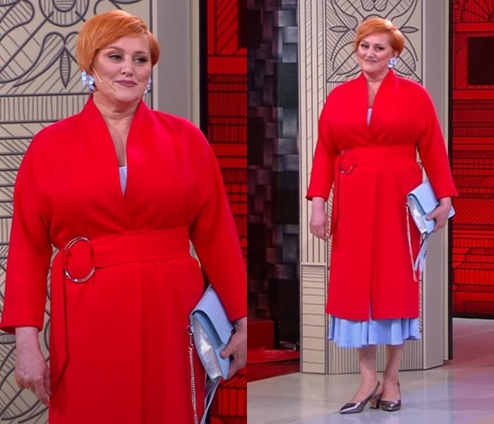 «Модный приговор» для женщины 60 лет - Яркое красное пальто с голубым платьем