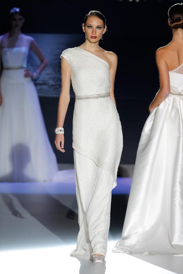 свадебные платья с одним плечом 2013  jesus peiro