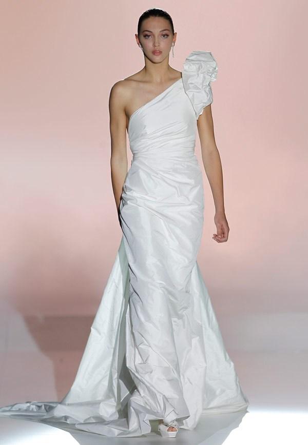 свадебные платья с одним плечом 2013  rosa clara wedding