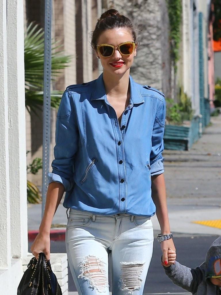 миранда керр знаменитости уличный стиль в джинсах