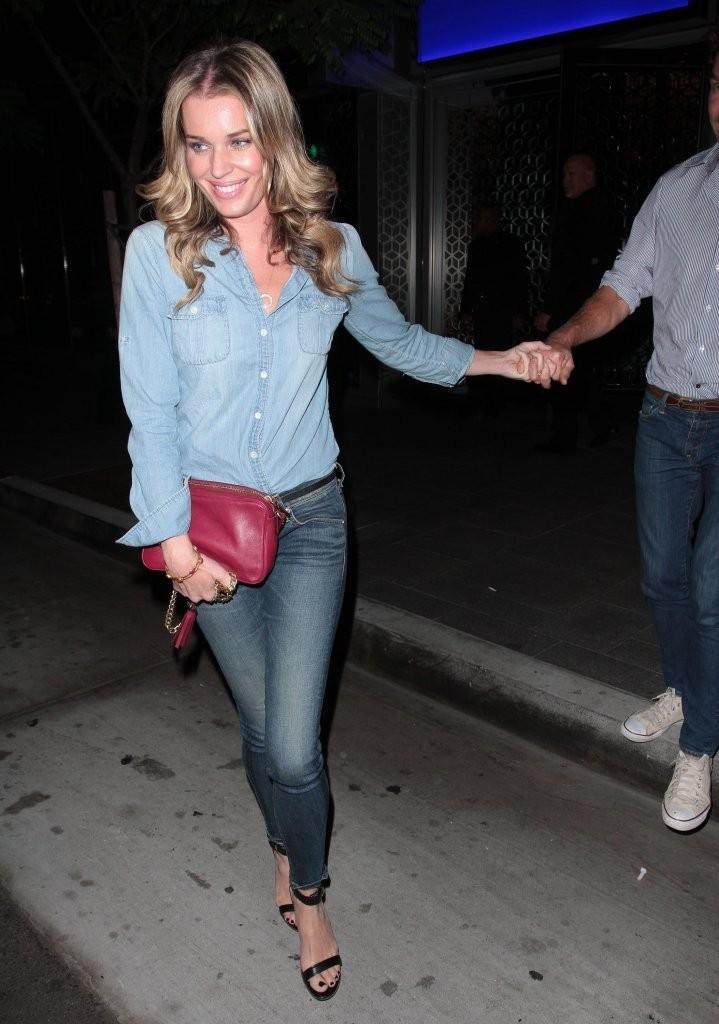 ребекка ромин уличный стиль знаменитостей в джинсах