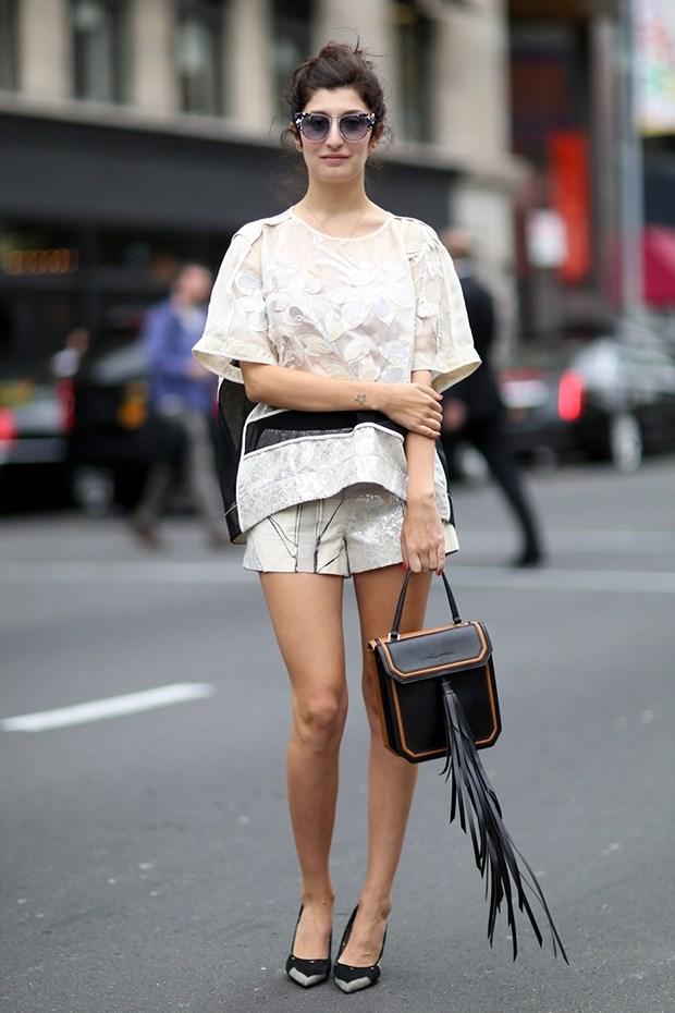белый топ с шортами , уличная мода Нью-Йорка 2014-2015
