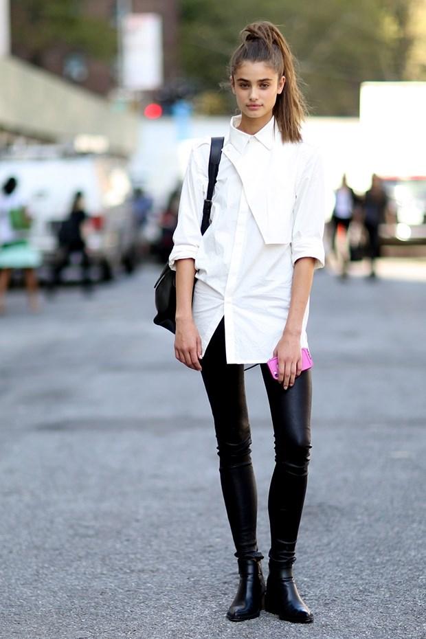 белая блузка с черными кожаными брюками , уличная мода Нью-Йорка 2014-2015