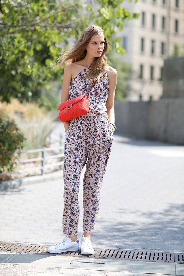 комбинезон с цветочным принтом, уличная мода Нью-Йорка 2014-2015