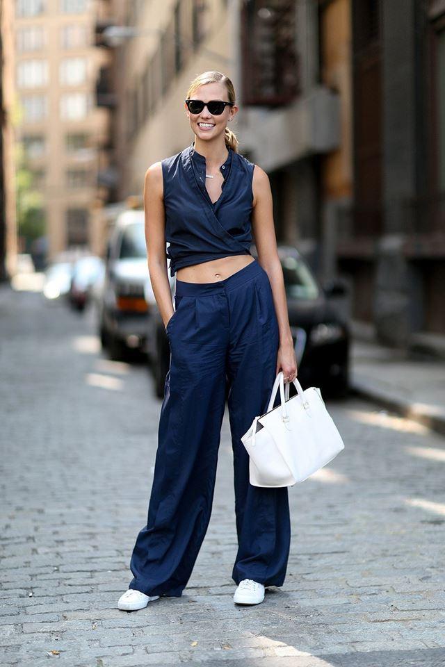 костюм с кроп-топом синий, уличная мода Нью-Йорка 2014-2015