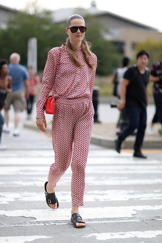 костюм брючный с мелким узором, уличная мода Нью-Йорка 2014-2015