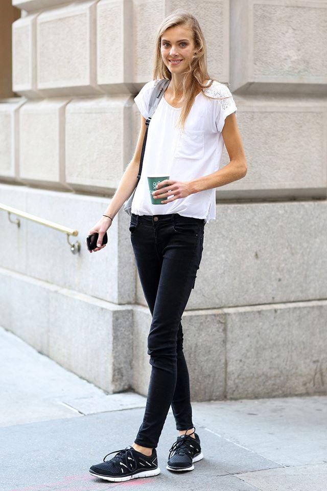 черный джинсы и белый топ, уличная мода Нью-Йорка 2014-2015