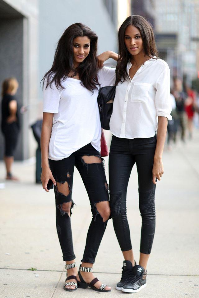 белые рубашки и футболки с черными джинсами слим, уличная мода Нью-Йорка 2014-2015