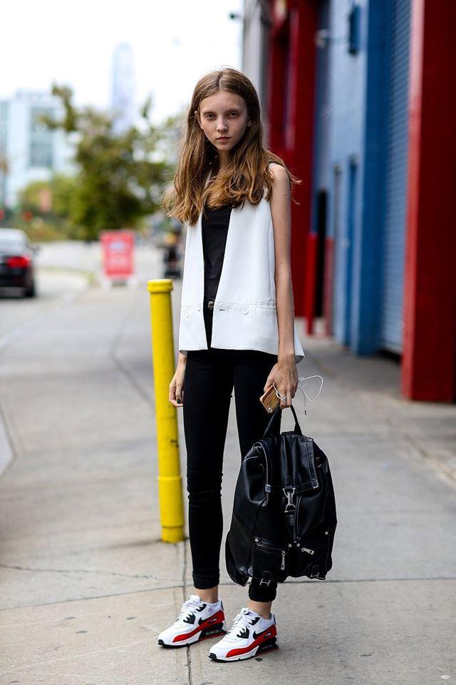 белая безрукавка, уличная мода Нью-Йорка 2014-2015