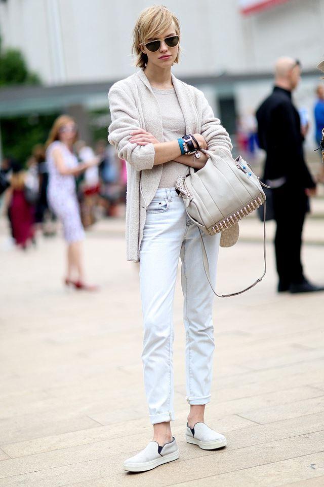 белые джинсы с кардиганом, уличная мода Нью-Йорка 2014-2015