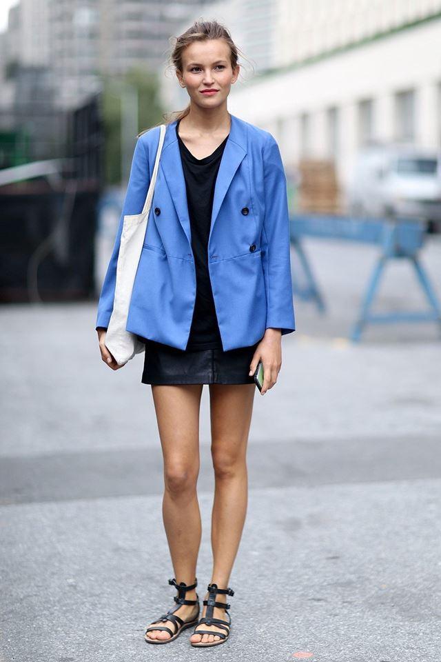 голубой жакет с черным платьем, уличная мода Нью-Йорка 2014-2015