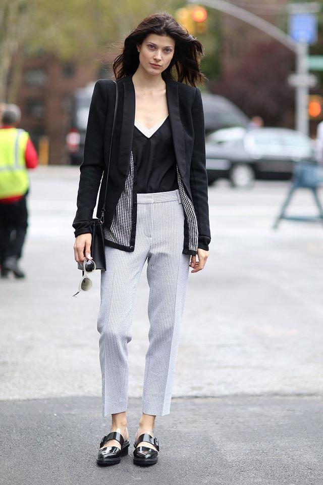 брюки со стрелкой и пиджак смокинг, уличная мода Нью-Йорка 2014-2015